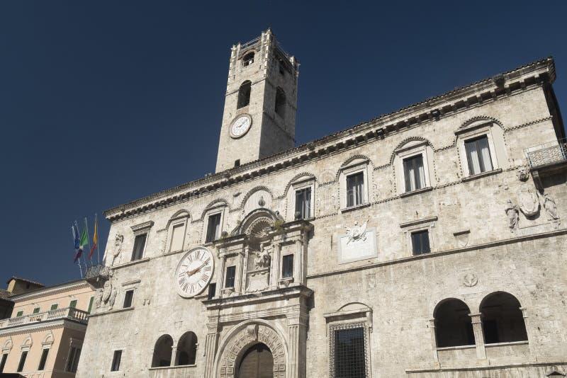 Ascoli Piceno marcia, l'Italia, Piazza del Popolo alla mattina immagine stock