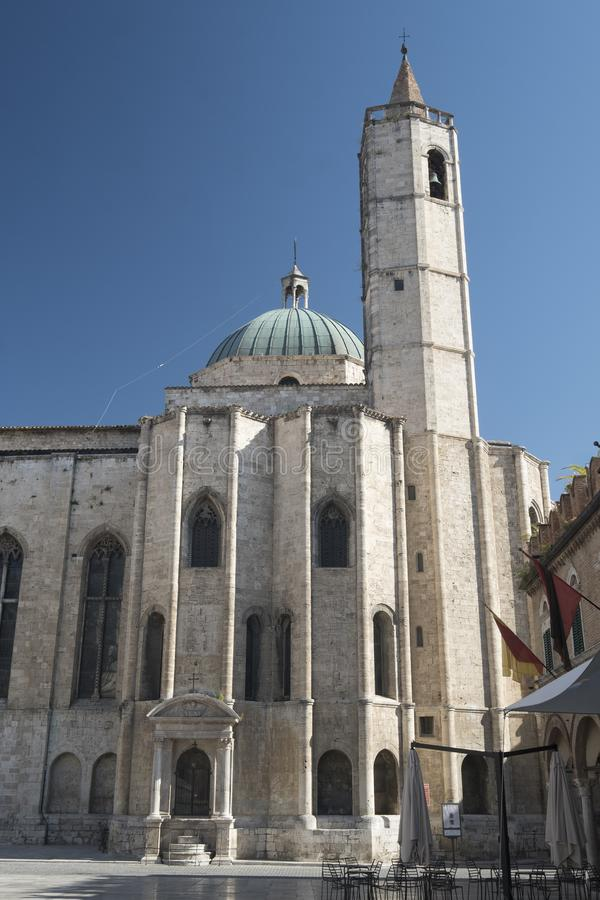 Ascoli Piceno marcia, l'Italia, Piazza del Popolo alla mattina immagini stock