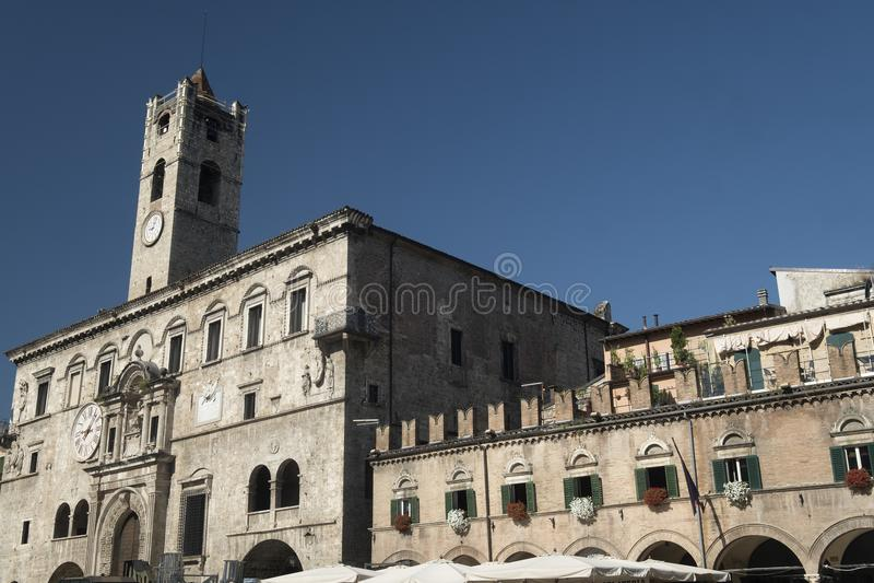 Ascoli Piceno marcia, l'Italia, Piazza del Popolo alla mattina fotografia stock
