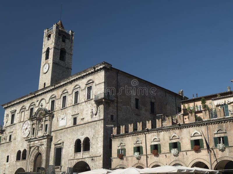 Ascoli Piceno marcia, l'Italia, Piazza del Popolo alla mattina fotografie stock