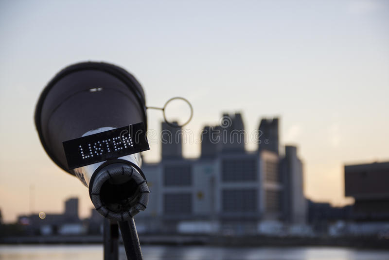 Ascolta la scultura fotografia stock