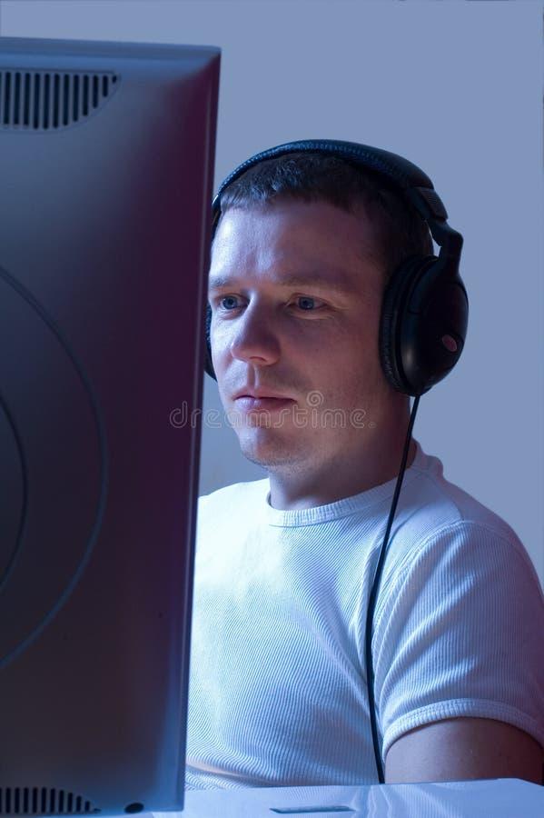 Ascoltando la musica mentre funzionando. fotografie stock
