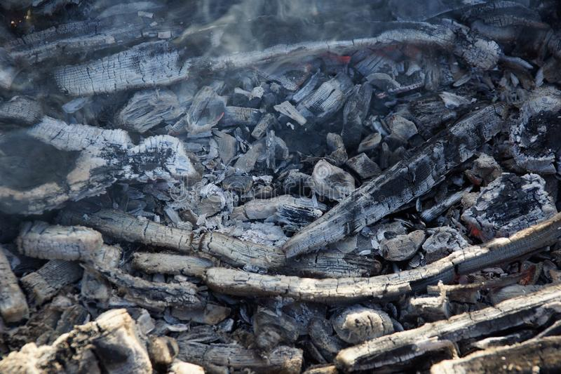 Ascuas del humo a freír en la calle fotos de archivo libres de regalías