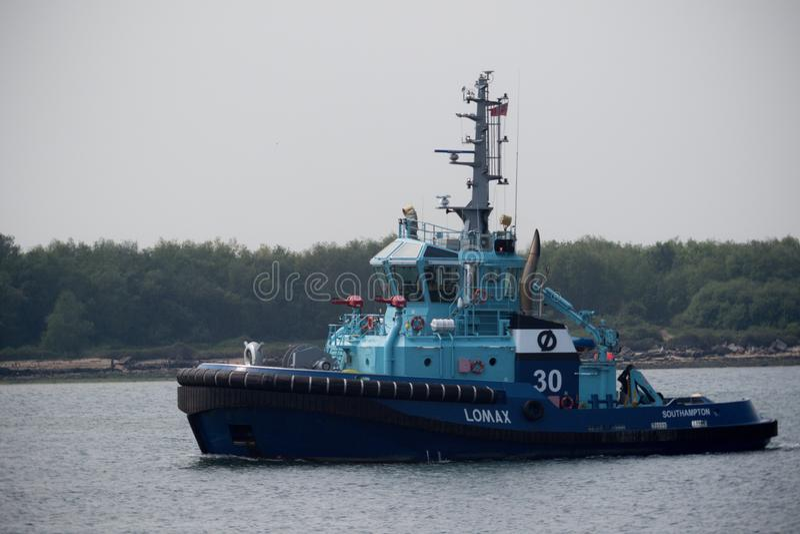ASD-Feuerbekämpfung Tug Lomax Sailing auf Southampton-Wasser lizenzfreies stockfoto