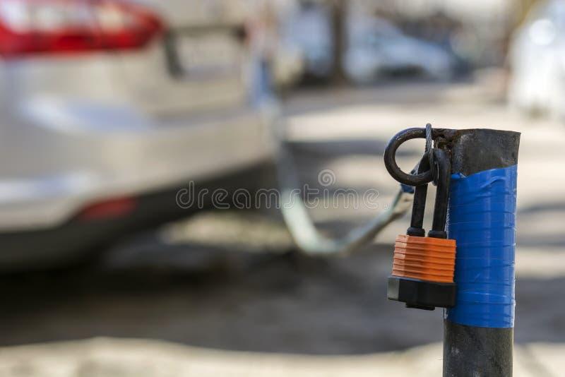Asegure el estacionamiento del coche fotos de archivo