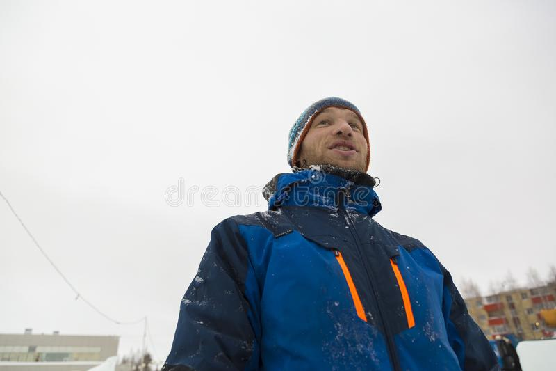 Asembler w kombinezonach na terytorium lodowy miasteczko zdjęcie royalty free