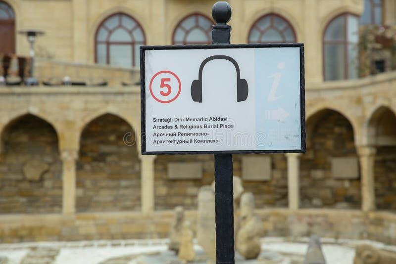 Aserbaidschan, Baku: Säulengänge und religiöser Beerdigung Platz in der alten Stadt, (Icheri Sheher) - UNESCO-Welterbestätte stockfotografie