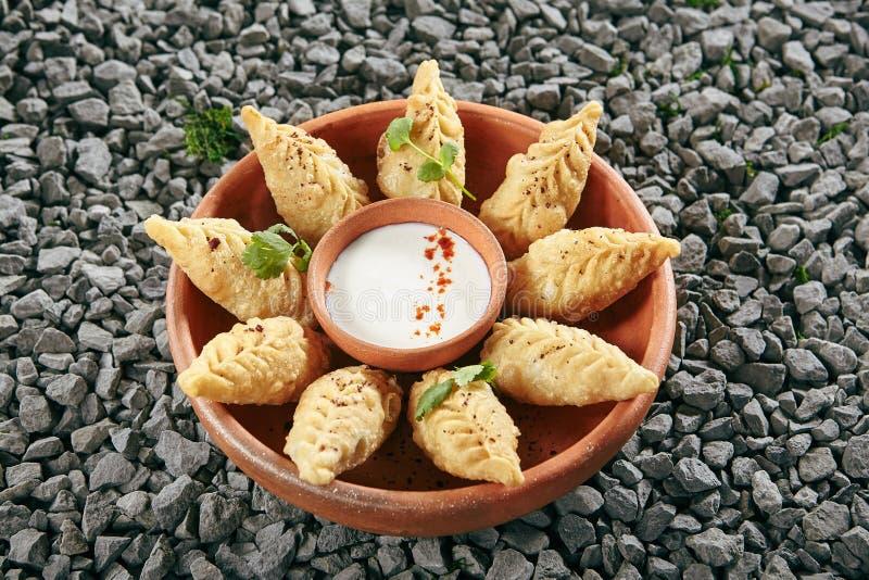 Aserbaidschaner Fried Dumplings Giurza mit gehacktem Lamm Fleisch alias Gyoza stockfoto
