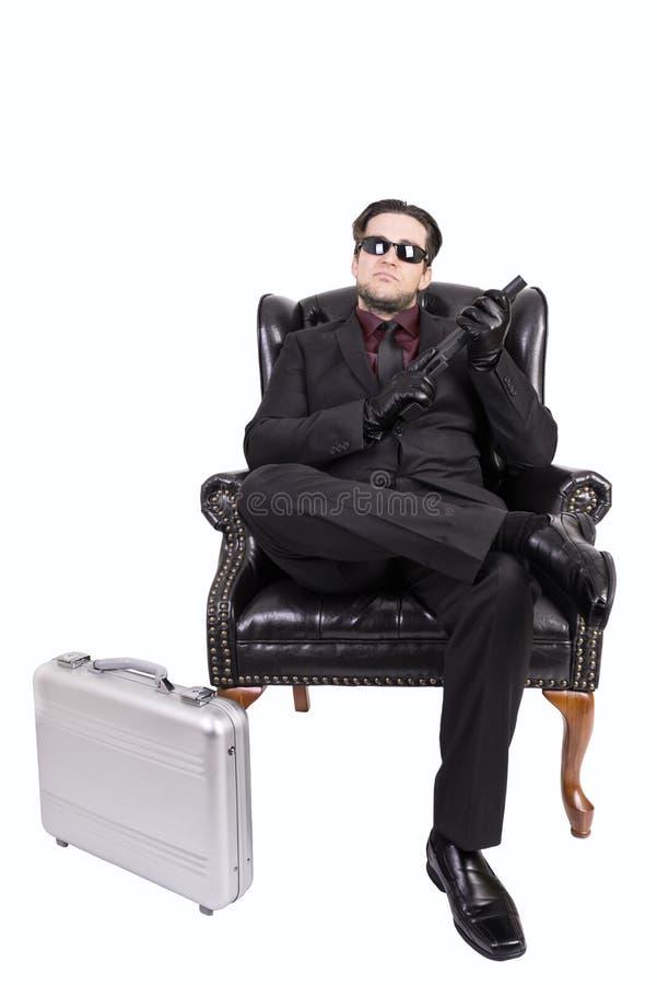 Asesino que se sienta en silla imagen de archivo libre de regalías