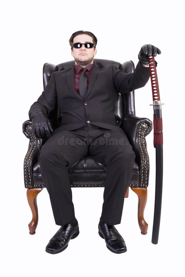 Asesino que se sienta en silla fotografía de archivo