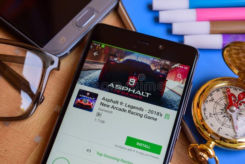 Asfalt 8: Airbone bärare app på den Smartphone skärmen Asfalt 9: Legender - ny Arcade Racing Game bärare 2018 för ` s app på den  royaltyfri foto