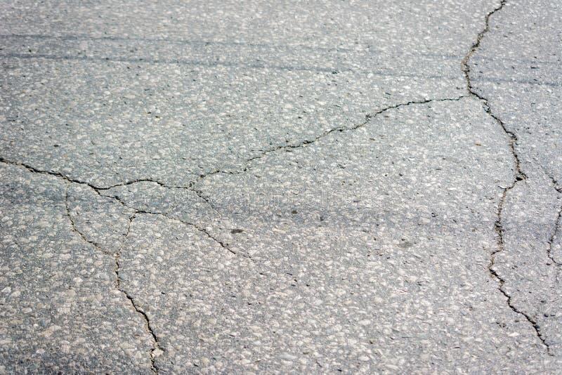 Asfalte a textura Textura rachada da superf?cie da estrada asfaltada imagem de stock