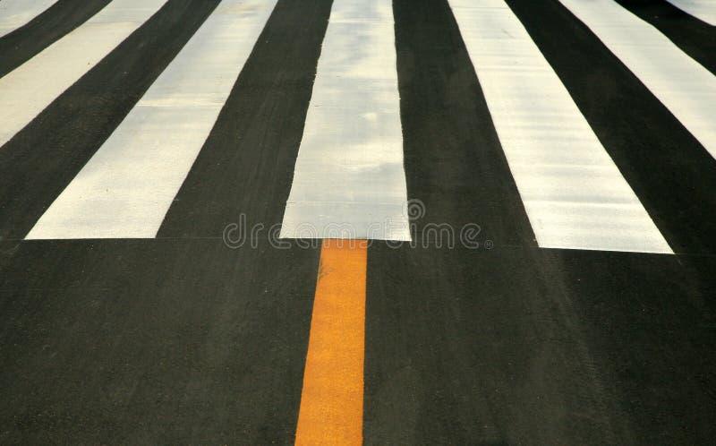 asfaltlinjer trafik arkivfoton