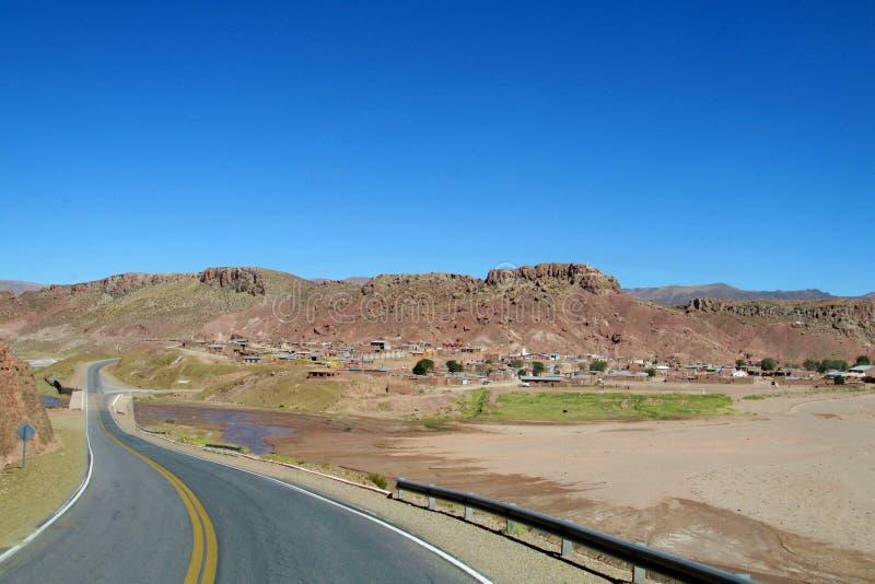 Asfaltowa droga przy altiplano zdjęcie royalty free