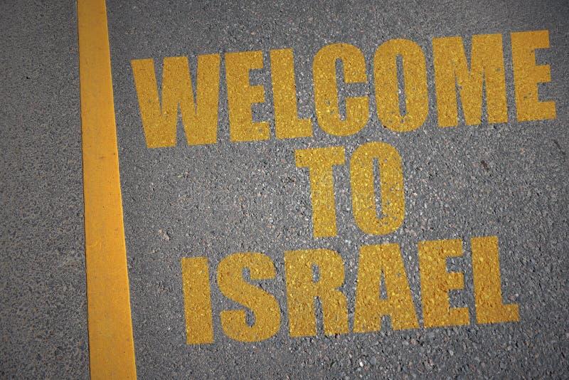 asfaltowa droga z teksta powitaniem Israel blisko żółtej linii ilustracja wektor