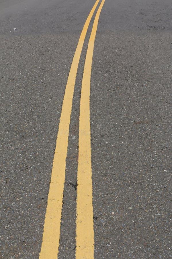asfaltowy kreskowy drogowy kolor żółty obraz stock
