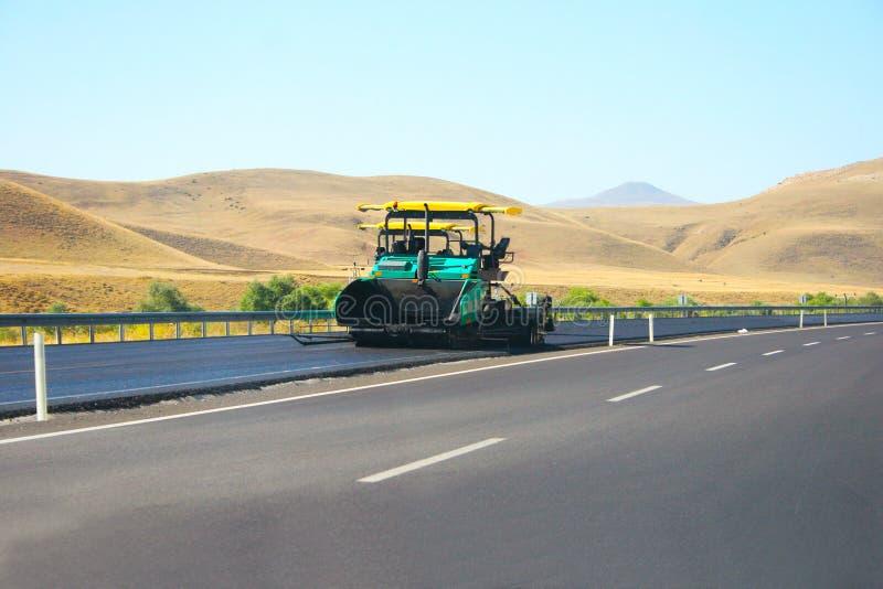 asfaltowy maszynowy brukowanie obrazy royalty free