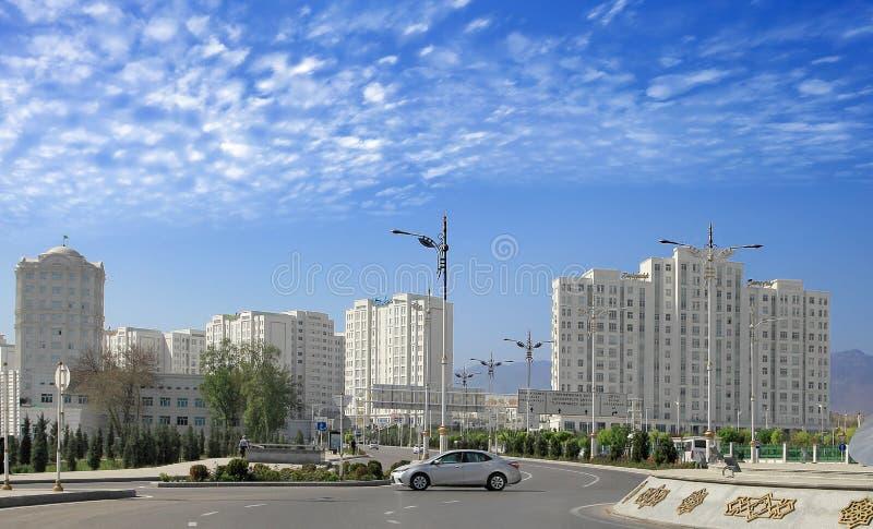 ASGABAT, il TURKMENISTAN, il 19 aprile 2017 Architettura moderna di immagini stock