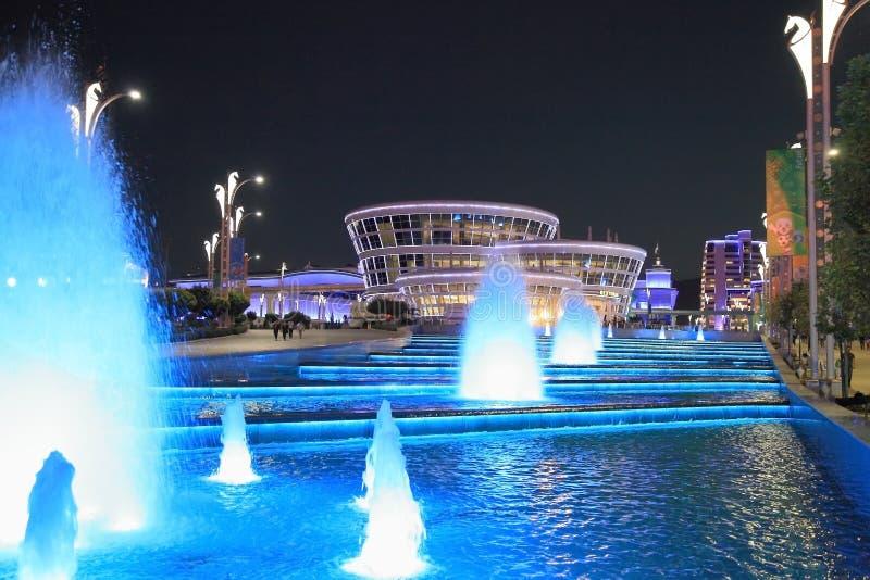 ASGABAT, il TURKMENISTAN, il 25 gennaio 2017: Architettura moderna o immagini stock