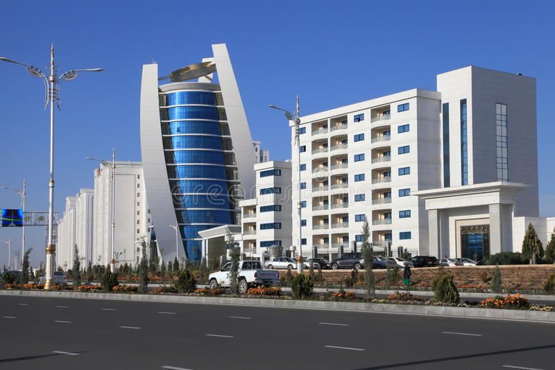 Asgabat, il Turkmenistan - 15 ottobre 2014: Architettura moderna o immagini stock