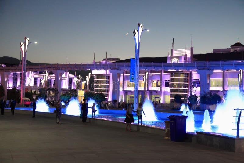 Asgabat, il Turkmenistan - 22 settembre 2017: Vista di notte del immagini stock libere da diritti