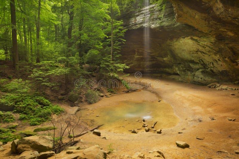 Ash Cave em montes parque estadual de Hocking, Ohio, EUA fotos de stock royalty free