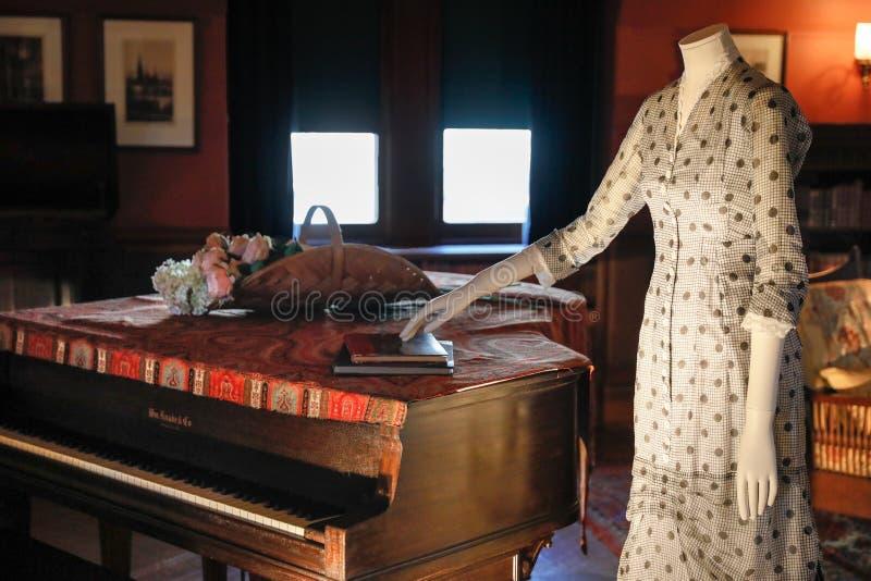 ASHEVILLE, СЕВЕРНАЯ КАРОЛИНА - 4-ОЕ МАРТА 2017: Выставка костюма ` s Biltmore стоковая фотография rf