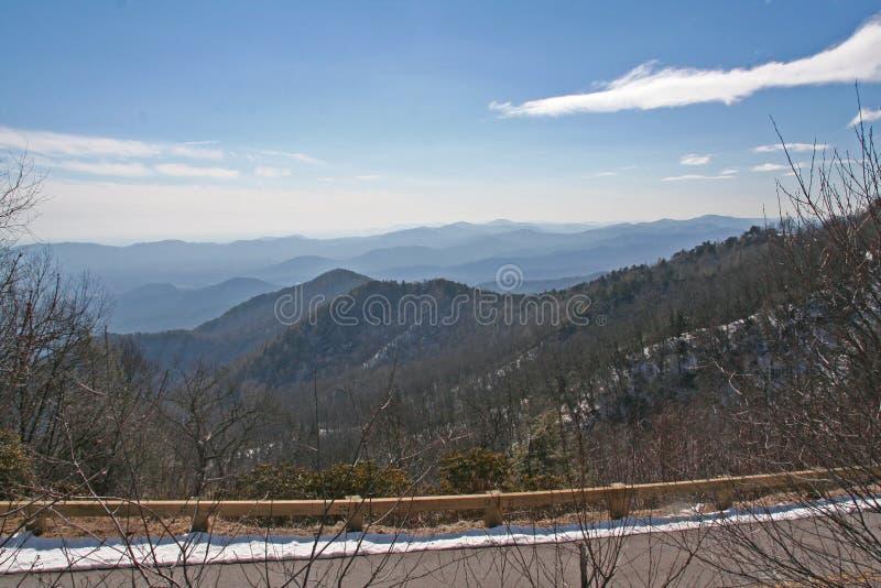 Asheville Noord-Carolina bergketen met blauwe hemel stock afbeeldingen