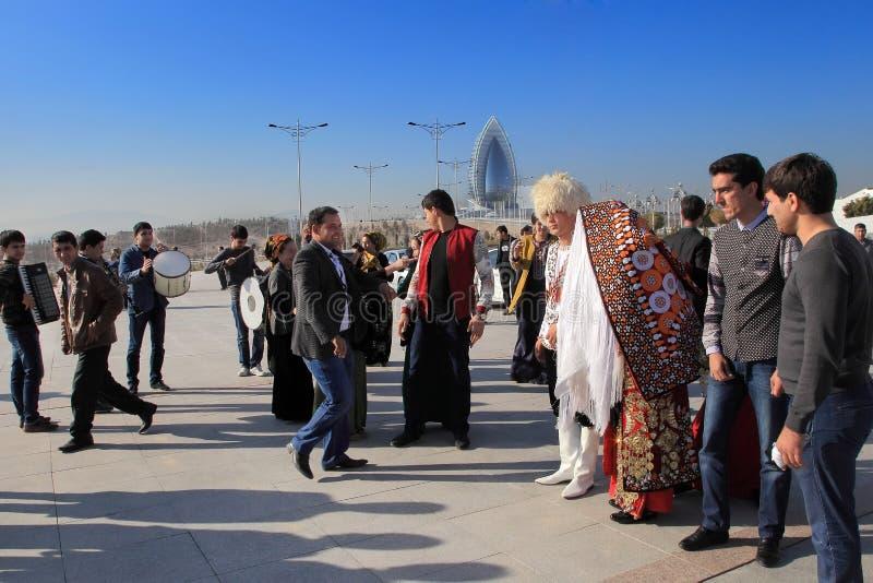 Ashgabad Turkmenistan - Oktober 15, 2014 Bruden och brudgummen I arkivfoton