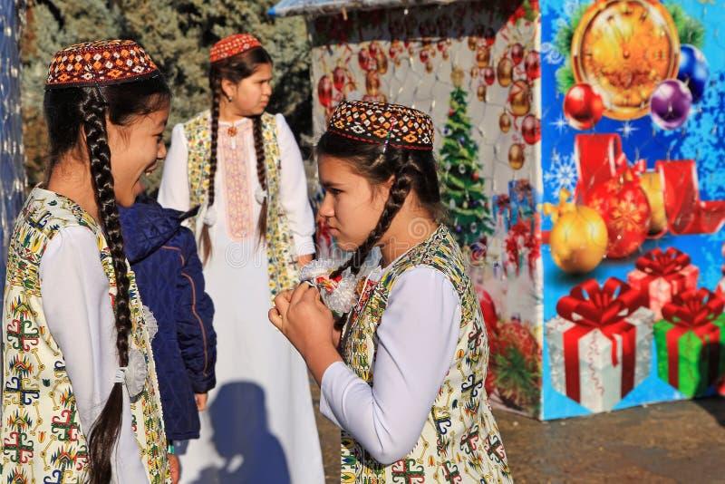 ASHGABAT TURKMENISTAN - Januari, 04, 2017: Träd för nytt år i t arkivfoto