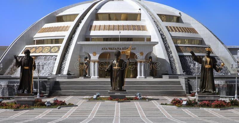 Ashgabat Turkmenistan - Oktober, 15 2014: Monumentbåge av Inde royaltyfri foto
