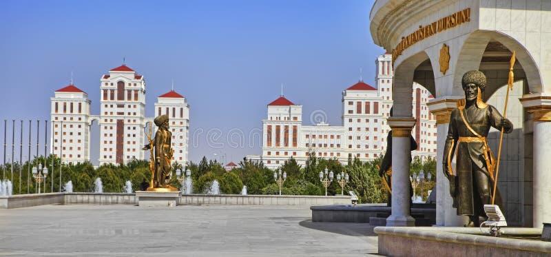 Ashgabat, Turkmenistan - zabytki dziejowe postacie Turkmenistan w parku zdjęcie royalty free