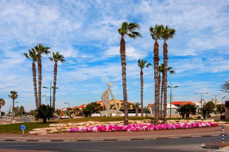 Ashkelon-Straße mit Palmen stockfotografie