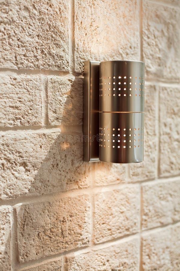 ashlar lampowego metalu nowożytna wzoru ściana zdjęcie stock