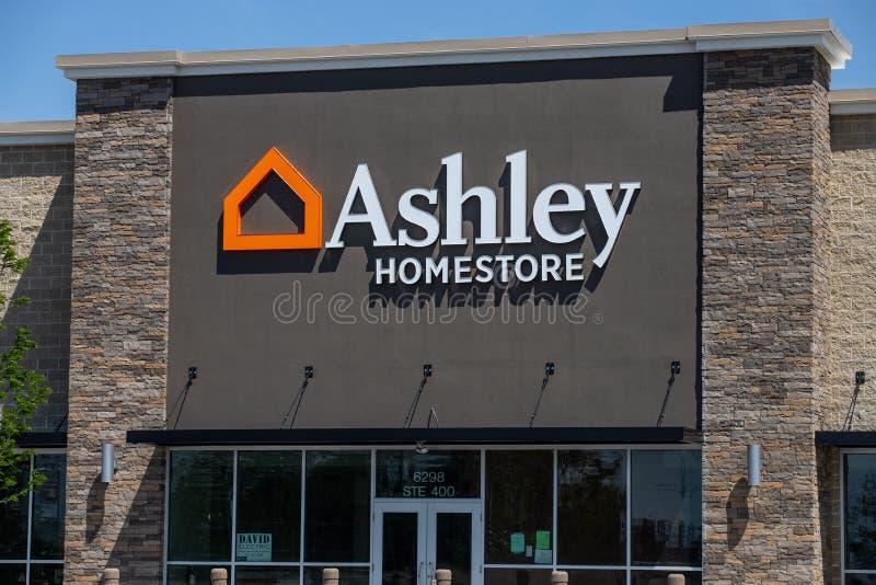 Ashley Furniture Homestore Retail Location Ashley Homestore est le plus grand d?taillant ? la maison de meubles en Am?rique du No photographie stock