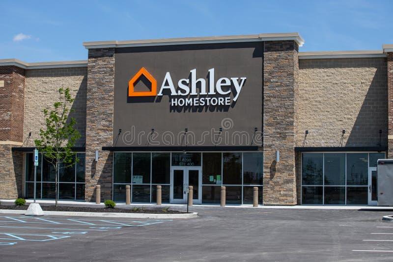 Ashley Furniture Homestore Retail Location Ashley Homestore ist der gr??te Hauptm?beleinzelh?ndler in Nordamerika II lizenzfreie stockfotos