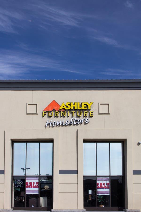 Ashley Furniture-opslagbuitenkant stock afbeeldingen
