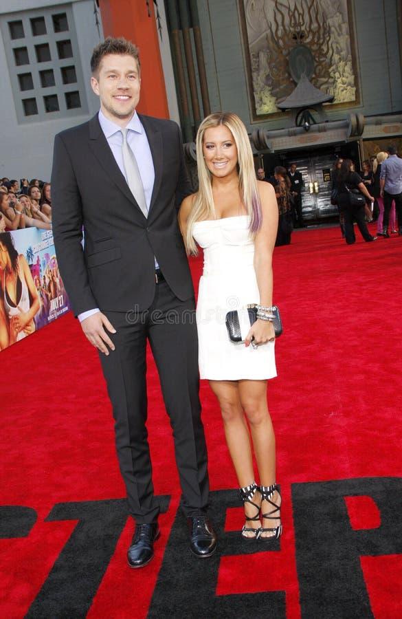 Ashley Tisdale y Scott Speer fotos de archivo