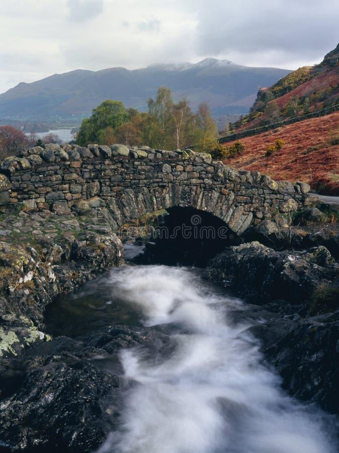 Ashness Brücke, Cumbria lizenzfreie stockfotos