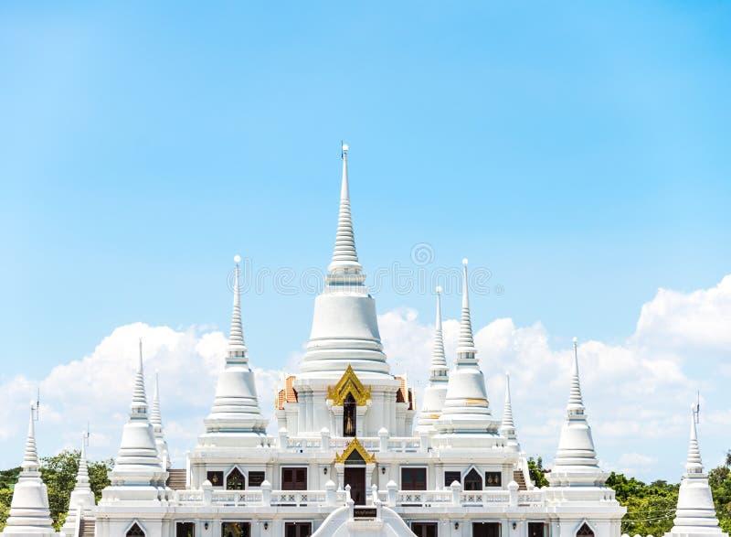 Ashokaram świątynia z białą pagodą, jasnym niebieskie niebo i beauti fotografia stock