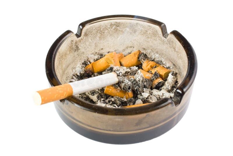 Пепельница с окурками картинки
