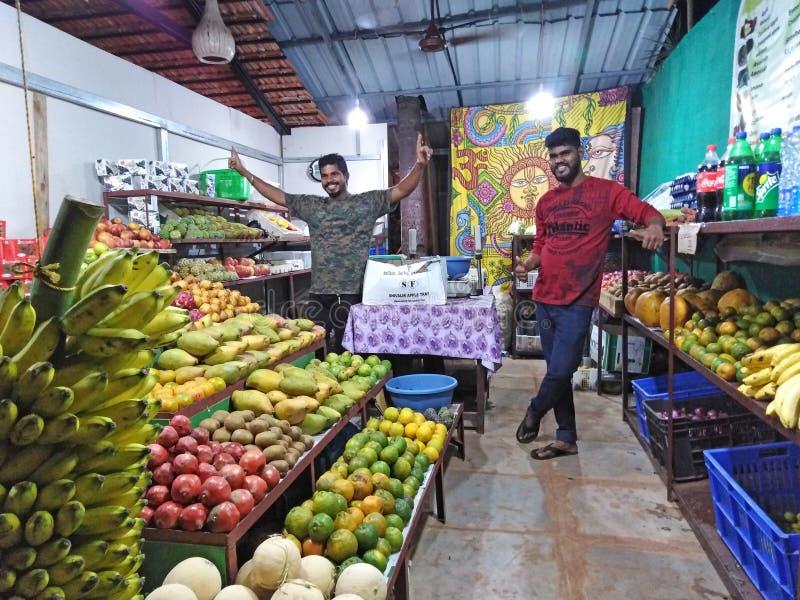 Ashvem Mandrem佩尔内姆路的,北部果阿,印度菜商店 免版税图库摄影