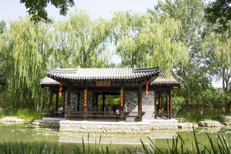 Asiático China, Pekín, pabellón arquitectónico de ŒWaterside del ¼ del landscapeï del jardín antiguo chino fotografía de archivo libre de regalías