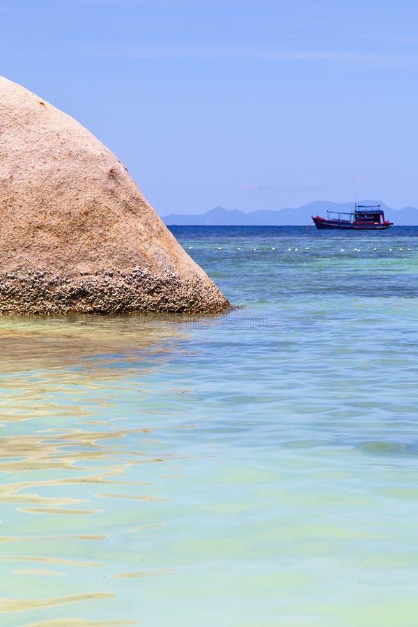Asi a praia branca da ilha da baía de tao do kho balança o th do barco de casa fotografia de stock