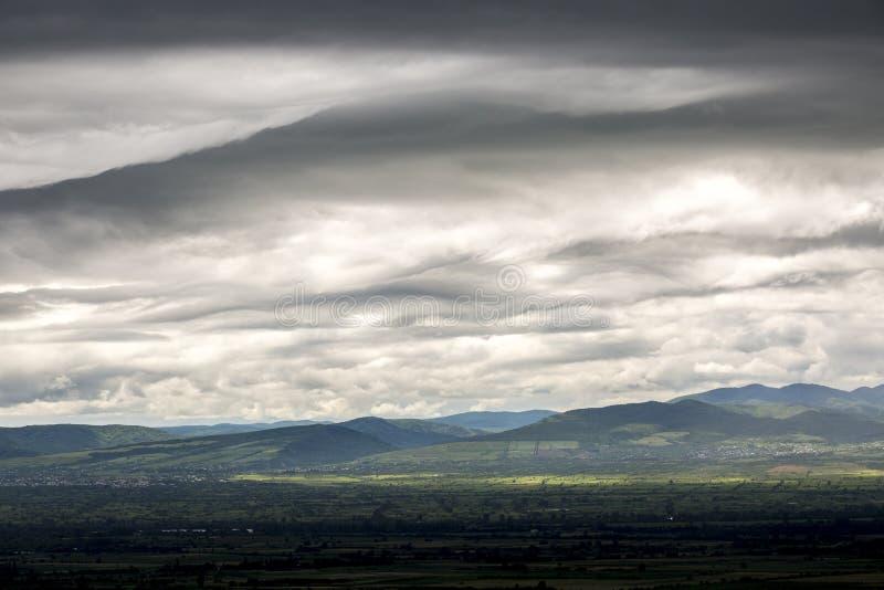 asia Baikal chmurnieje wyspy jeziornego olkhon Russia burzy widok Dramatyczny niebo przed burz? Kakheti region w Gruzja obraz stock