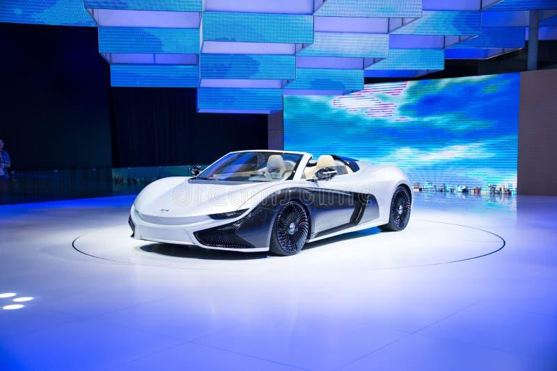 Asia China, Pekín, exposición internacional del automóvil 2016, sala de exposiciones interior, coche de deportes eléctrico, el fu imágenes de archivo libres de regalías