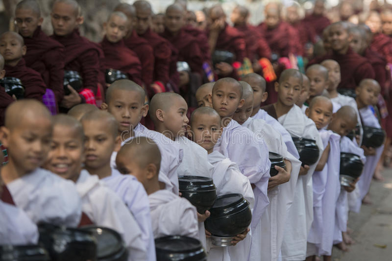 ASIA MYANMAR MANDALAY AMARAPURA MAHA GANAYON KYAUNG MONASTERY. Monks are on the way to the lunch at the Mahagandayon Monastery in Amarapura near the City of royalty free stock photography