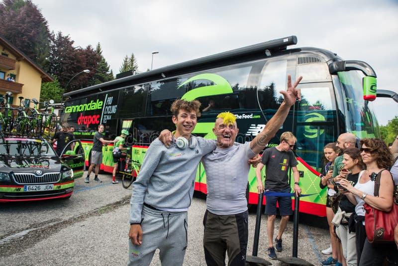 Asiago, Itália 27 de maio de 2017: Formolo Davide, equipe de Cannondale, encontrou seus fãs após uma fase resistente da montanha imagens de stock royalty free
