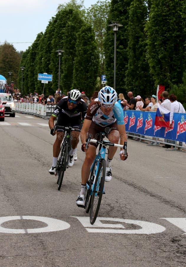 Asiago, VI Włochy, Maj, - 27, 2017: Cykliści podczas kolarstwo akademii królewskich obrazy stock