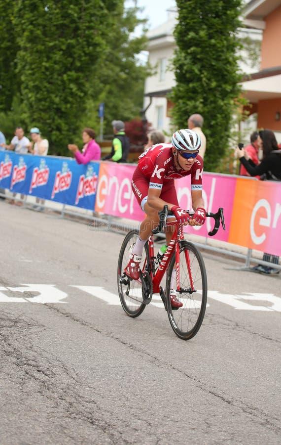 Asiago, VI Włochy, Maj, - 27, 2017: Cykliści podczas kolarstwo akademii królewskich zdjęcia stock